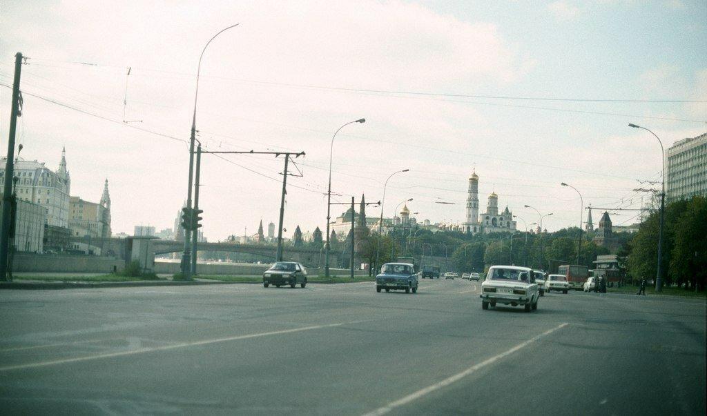 1991. Москворецкая набережная в сторону Кремля