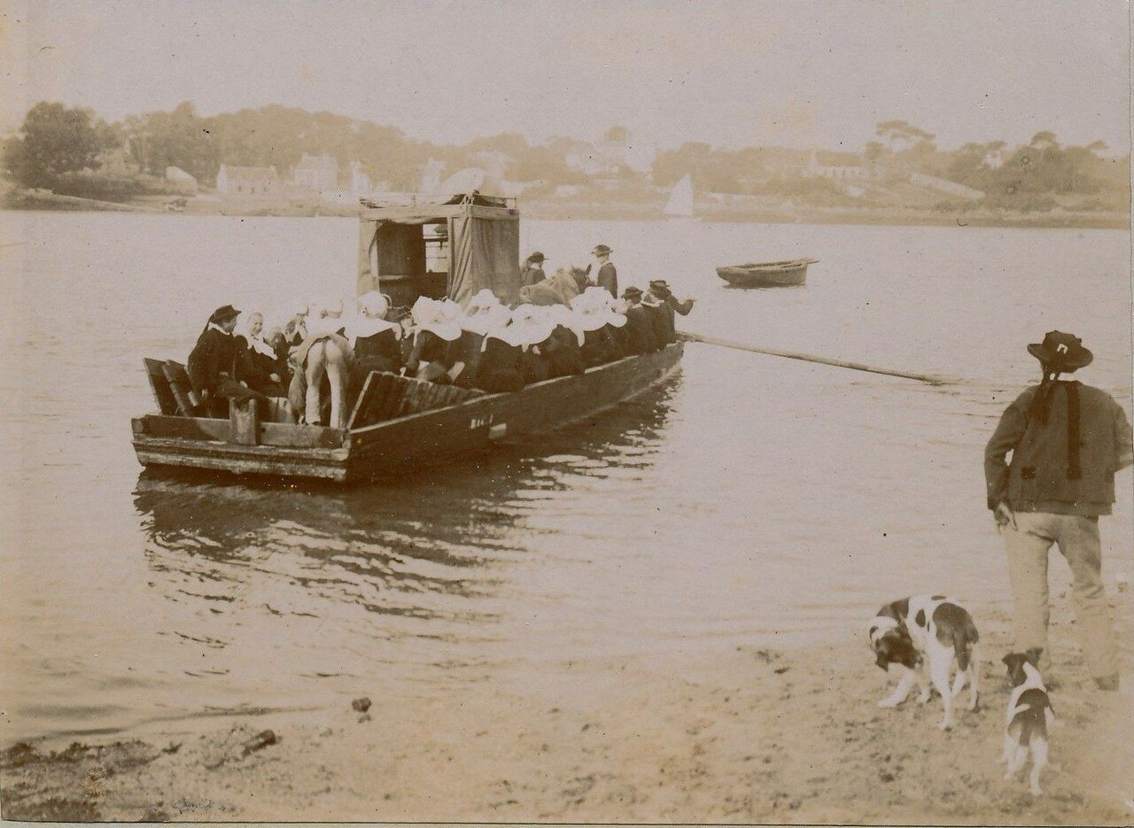 1900. Беноде. На лодке