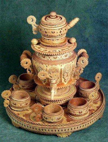 Чайный набор из самовара , чашек и подноса из бересты