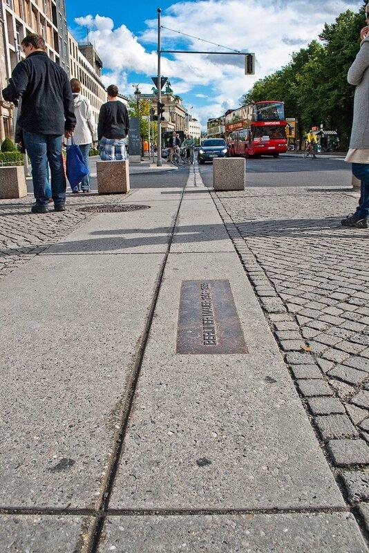 Берлинская Стена в фотографиях