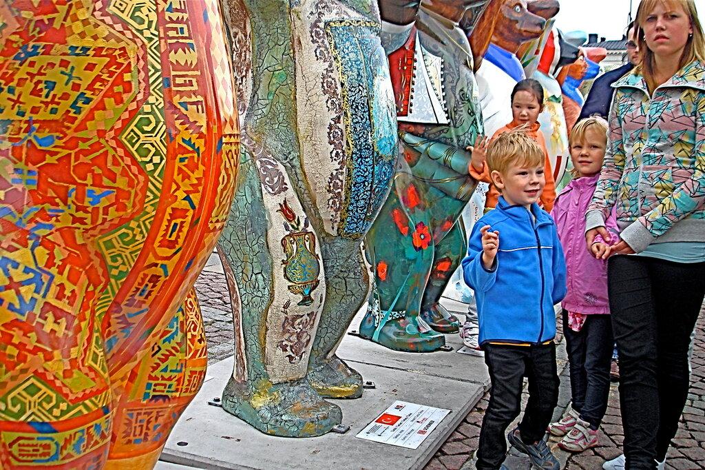 Международная художественная выставка «United Buddy Bears – Содружество мишек Бадди» — на Сенатской площади в Хельсинки