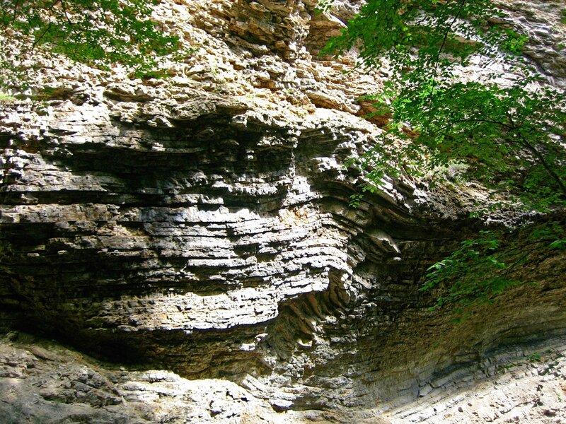 Карстовая стена ущелья