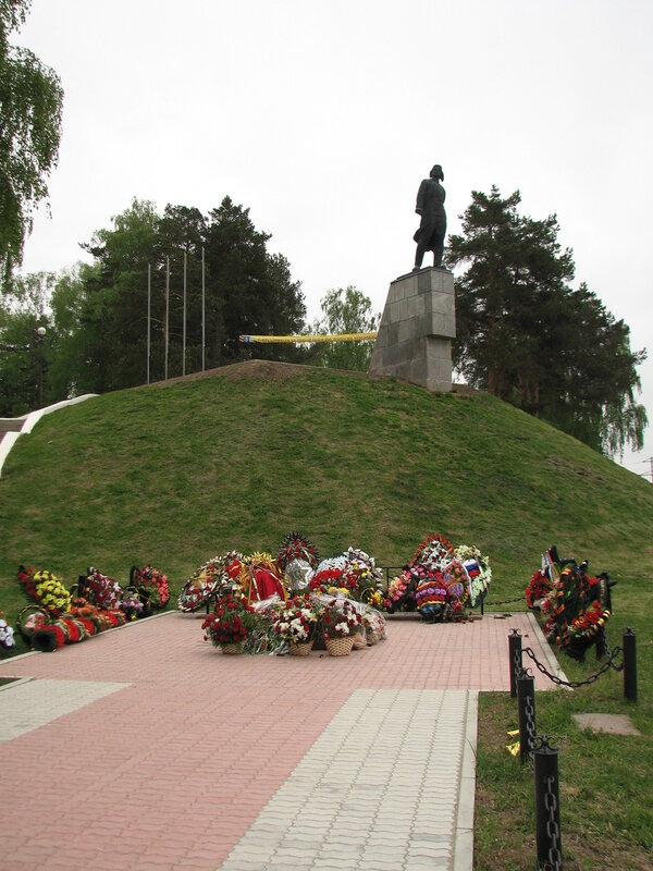 Памятник Талалихину