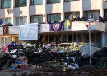 В Мариуполе украинские силовики штурмуют горсовет, занятый ополченцами