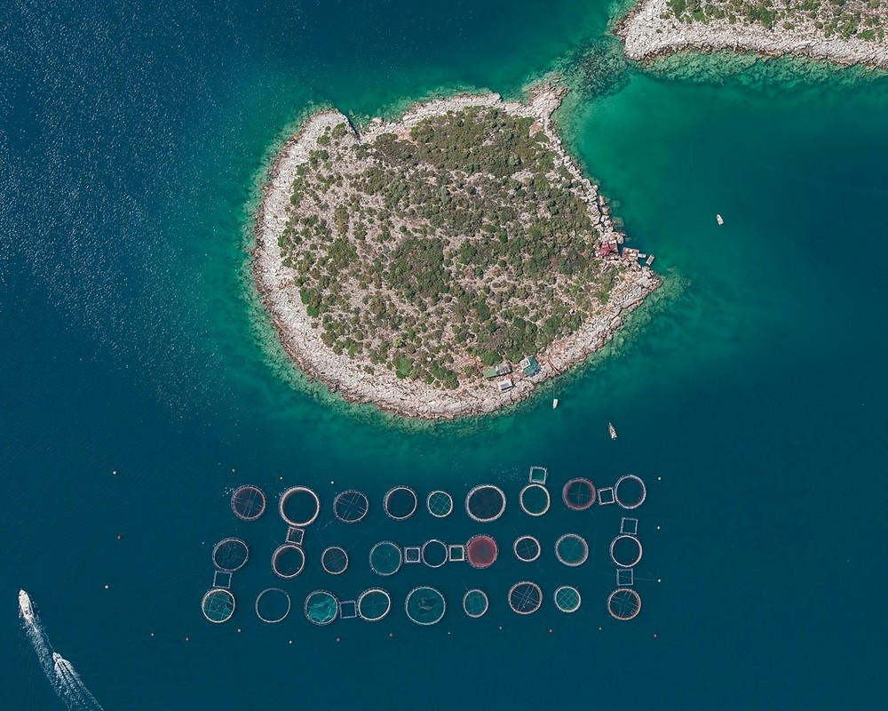 Рыбные хозяйства Греции на аэроснимках Бернхарда Ланга