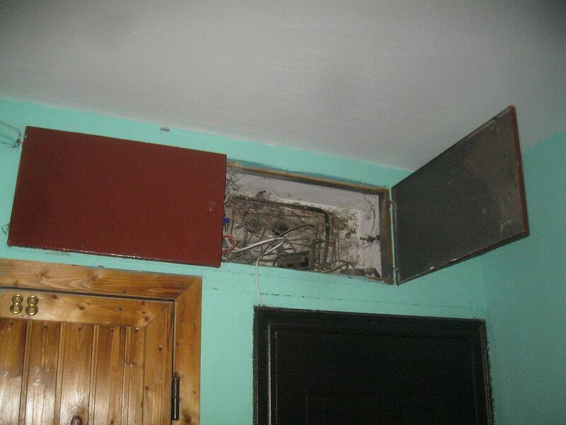 Вторичный вызов электрика аварийной службы в квартиру, где были устранены ошибки, допущенные при замене электросчётчика