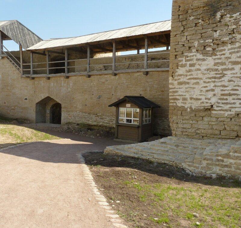 Изборская крепость (апрель 2014)