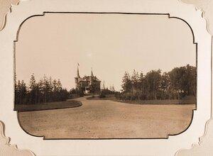 Дорога, ведущая к Беловежскому дворцу (на заднем плане).
