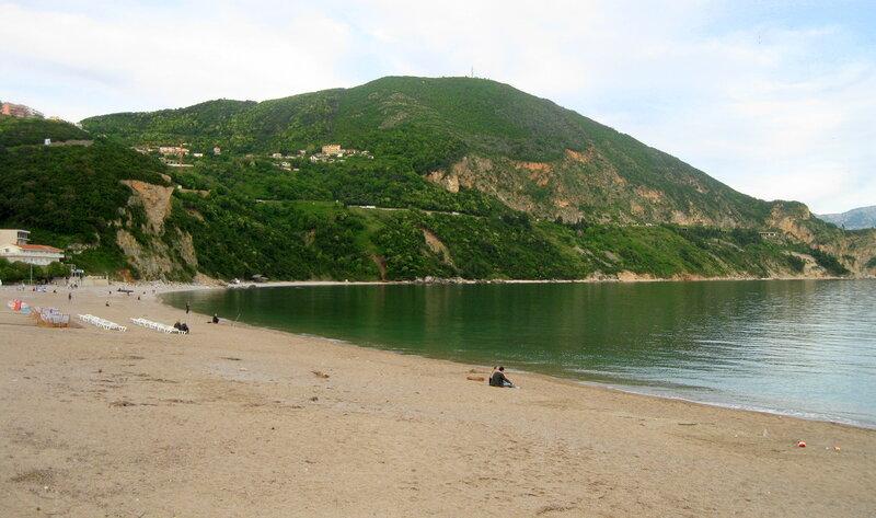 пляж Яз в несезон