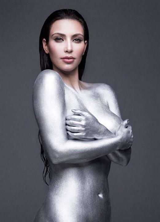 Обнаженная Ким Кардашян в серебряной краске