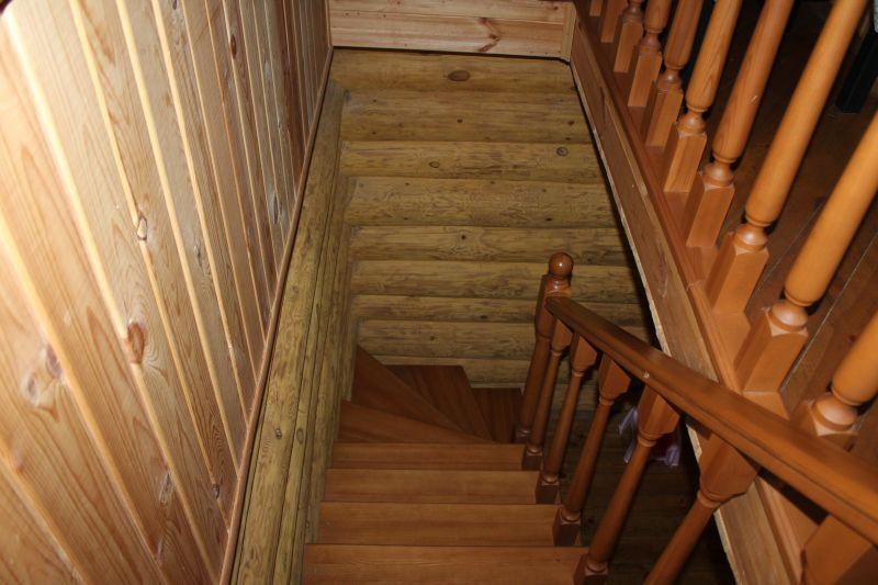 Красивая деревянная лестница. (09.06.2015)