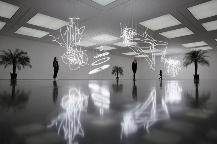 Три фотографии о современном искусстве