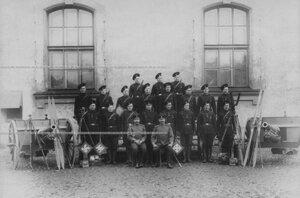 Офицерский и рядовой состав команды разведчиков.