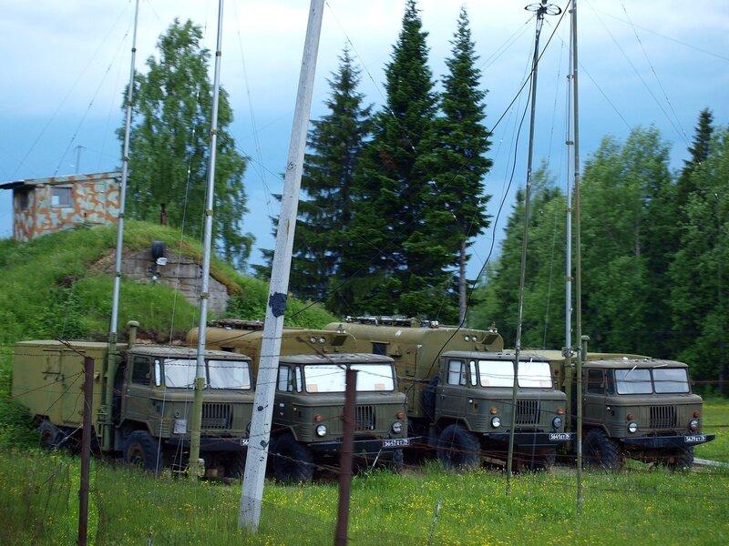 машины с мачтами связи в военной части под Омутнинском в/ч 93515