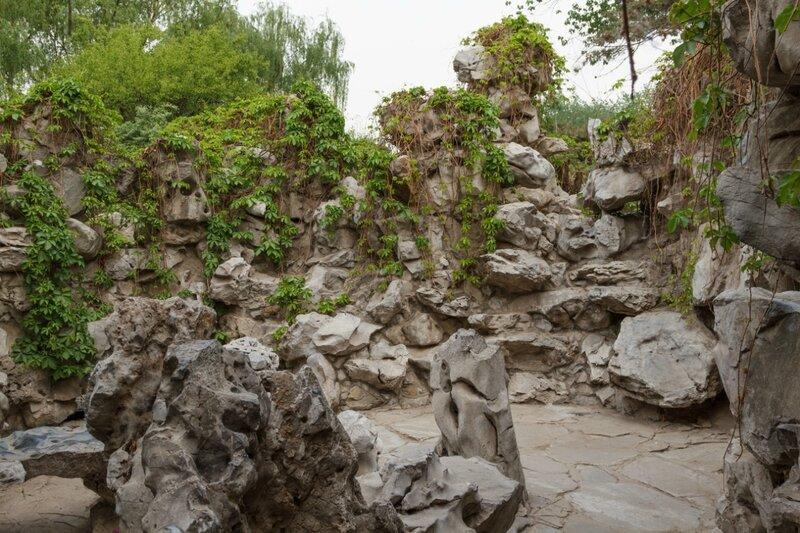 Извилистая тропинка к уединенному оазису, парк Дагуаньюань, Пекин