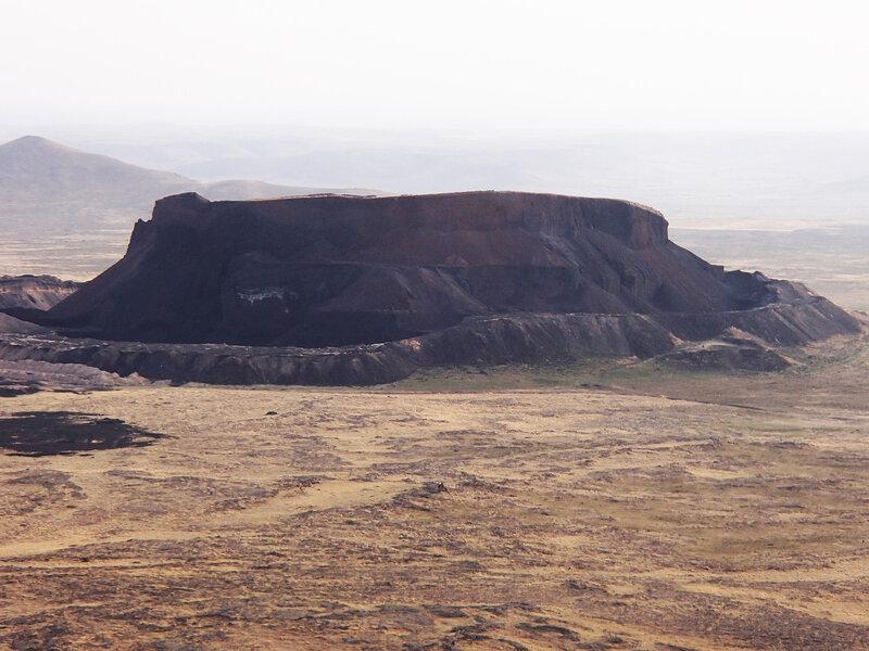 карьер на вулкане лавововое поле во внутренней монголии, китай