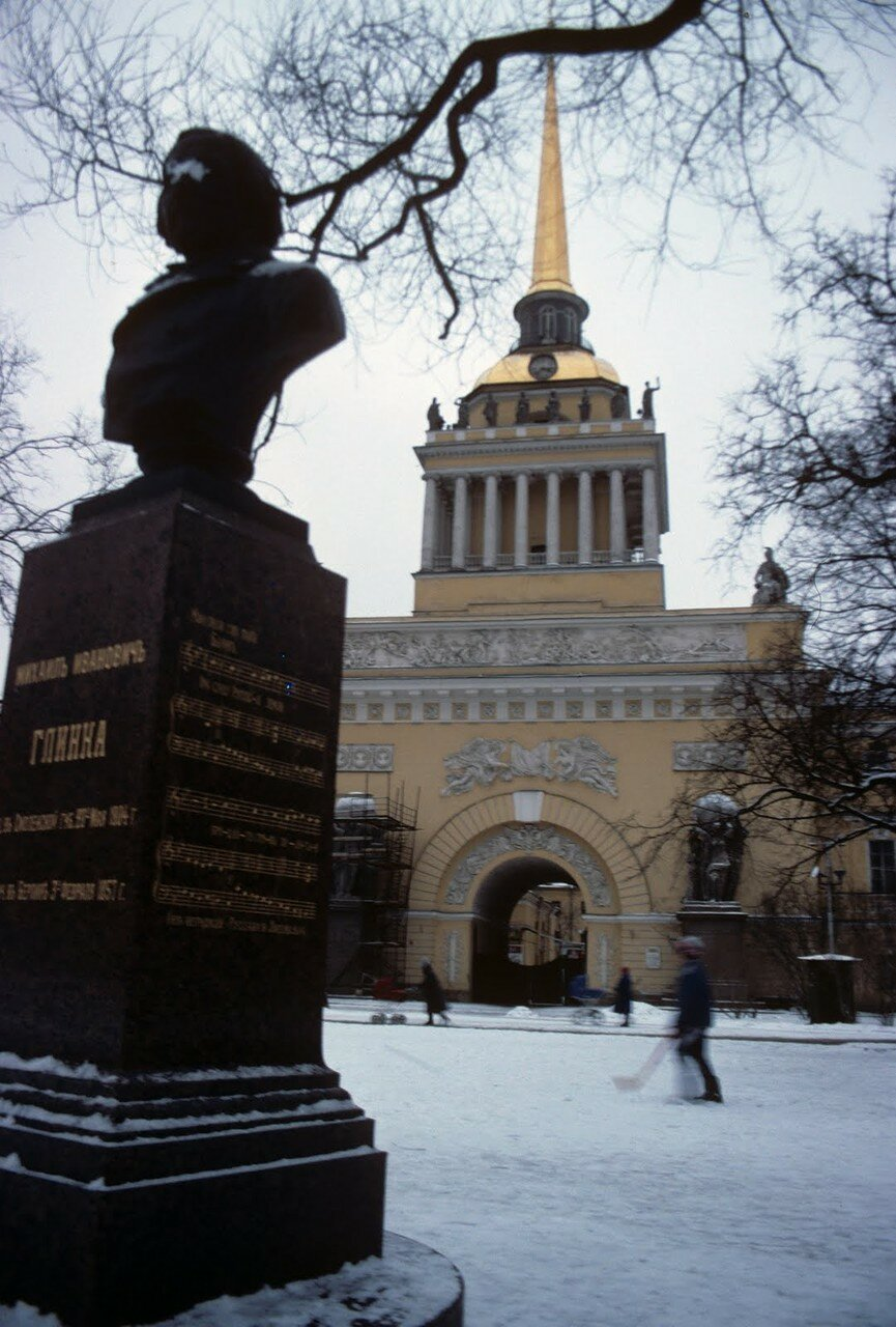 Адмиралтейство и памятник Глинке