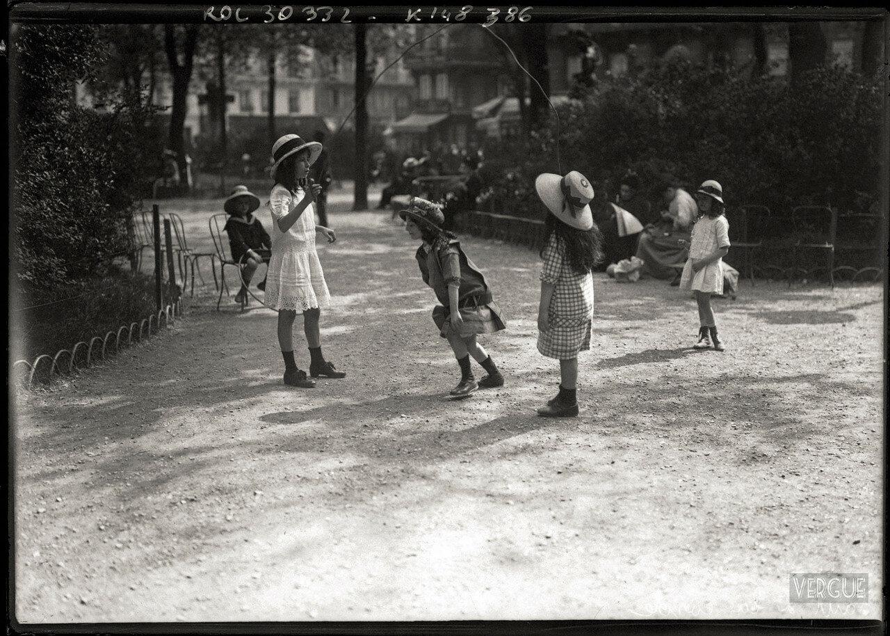 1913. Игра со скакалкой, июнь