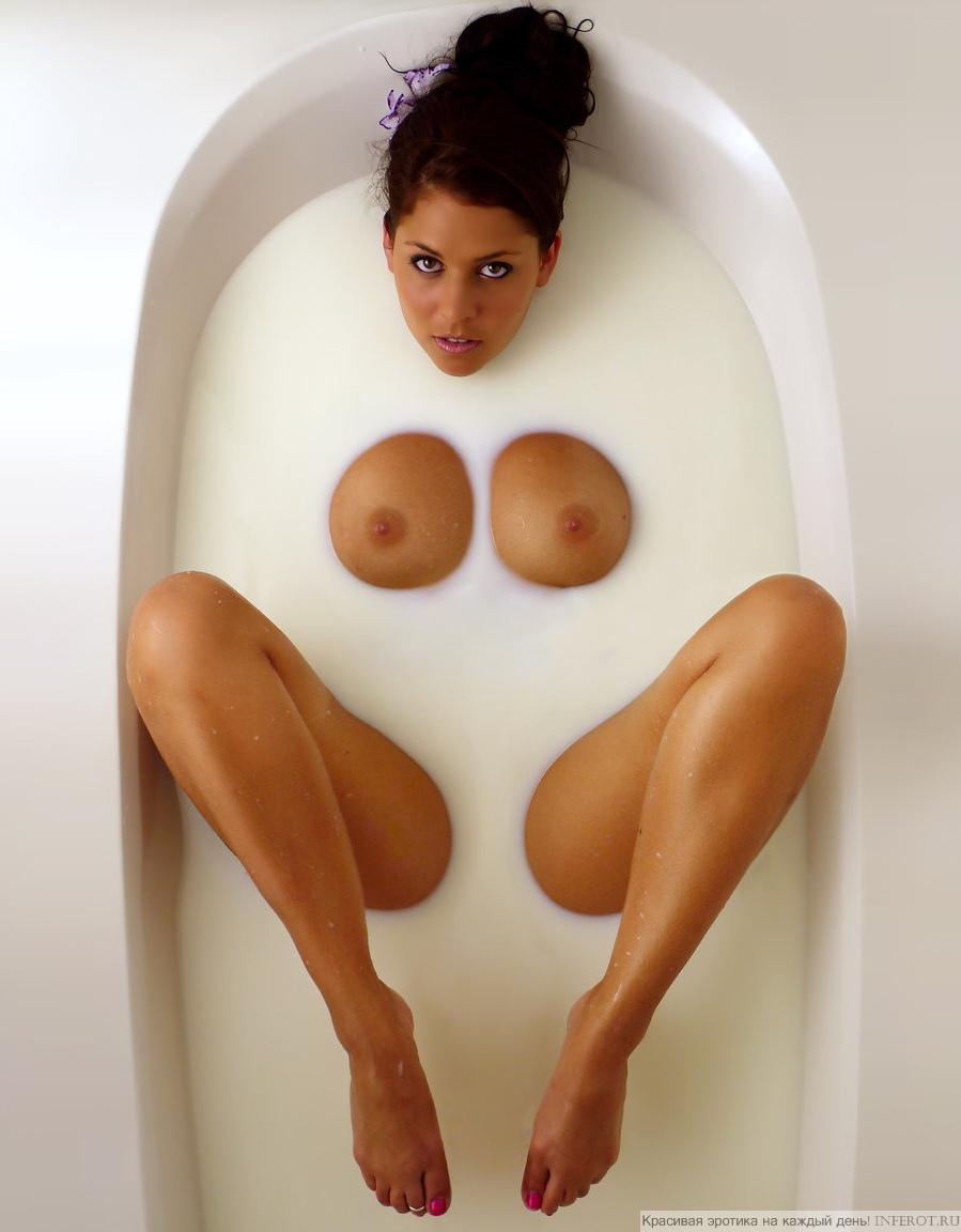 эротика девушка в молочной ванне