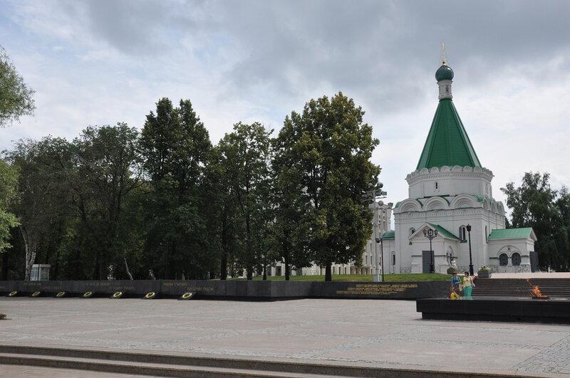 Михайло-Архангельский собор и Вечный огонь в Кремле