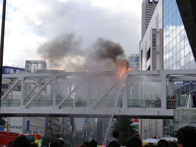 В Токио японец поджёг себя, протестуя против изменения конституции
