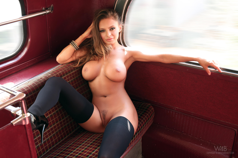 Я раздвинула ноги в автобусе 10 фотография