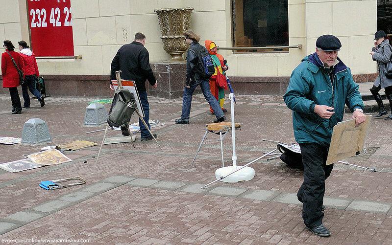 В Москве арестовывают арбатских художников-портретистов
