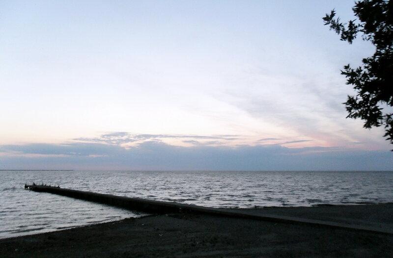 У моря вечером