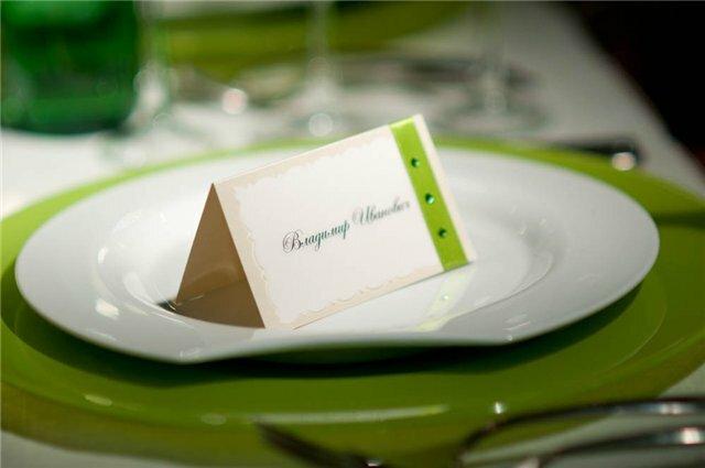 Кто занимался организацией праздников и своих юбилеев знает как важно рассадить своих гостей таким образом...