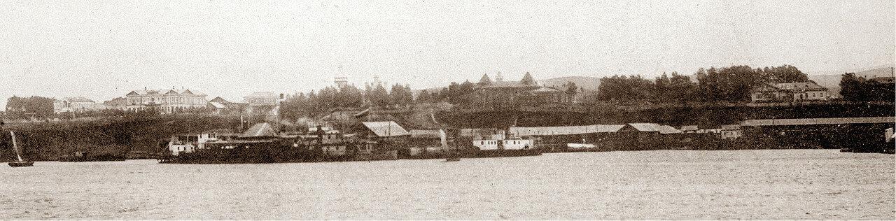 Вид с Амура на центральную часть города, пристань и торговые ряды