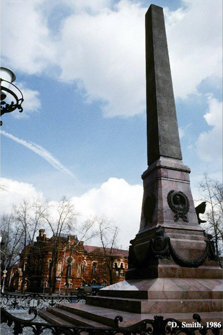 Шпиль «Первопроходцам Сибири» (в народе «Мечта импотента») на месте памятника Александру III