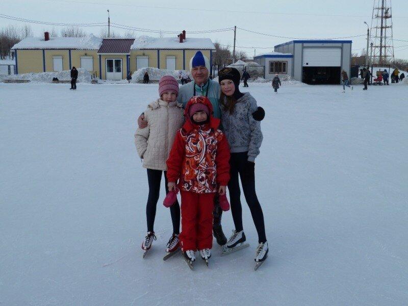 Макагонов Г. и молодые конькобежцы
