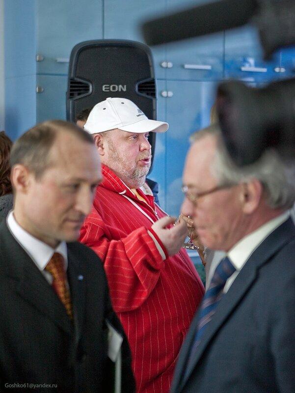 Сергей Крылов на фоне Ильи Еремина