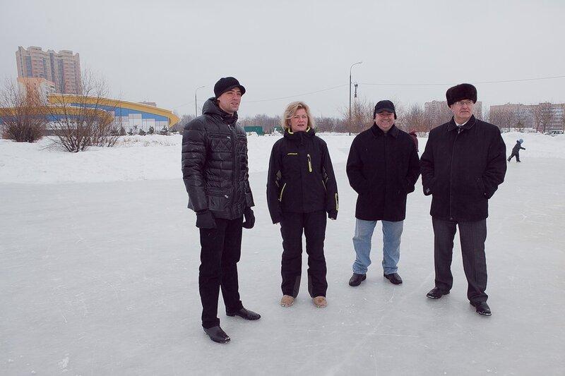 5 марта 2011 представительная комиссия в составе мэра Одинцово Александра Гусева и депутатов Мособлдумы Ларисы Лазутиной и Владимира Дупака проверяла одинцовские катки.
