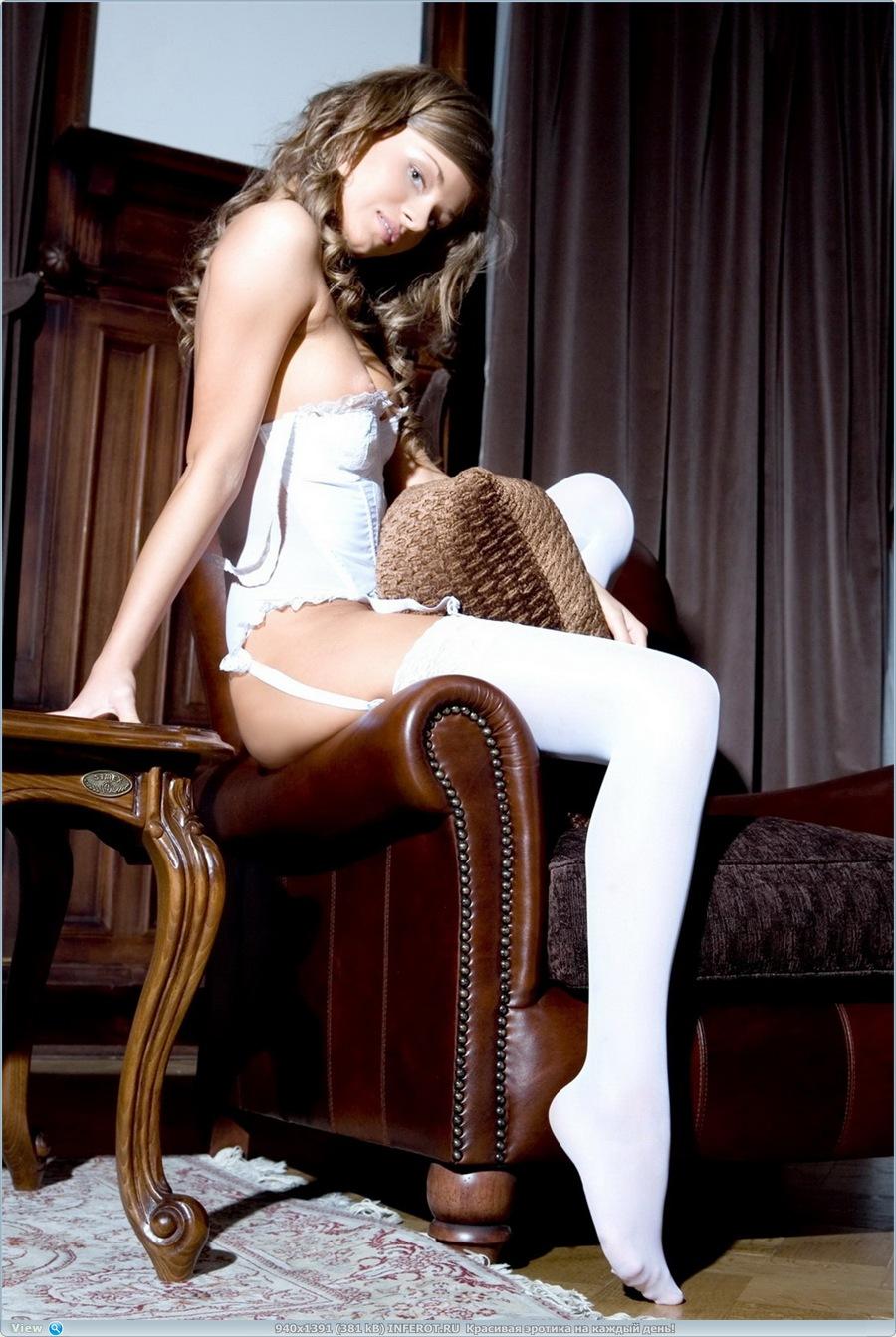 Стройная девушка со светлыми сосками... (20 фото)