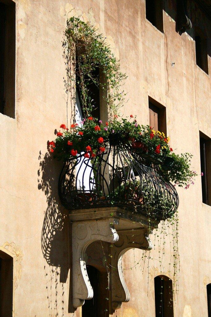 Цветочные балконы и окна италии. обсуждение на liveinternet .