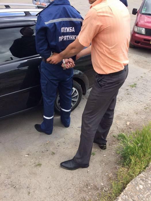 Майор ГСЧС задержан в Херсоне при получении взятки в 2 тысячи, - СБУ. ФОТО
