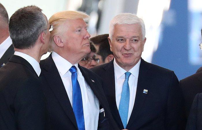Президент США Дональд Трамп и премьер Черногории Душко Маркович на саммите НАТО