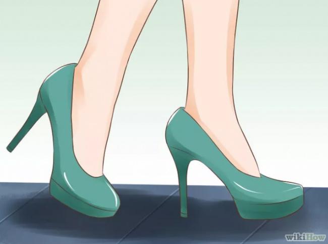 Чтобы выглядеть изящнее, нужно делать маленькие, медленные шаги, несгибая колени сильнее, чем о