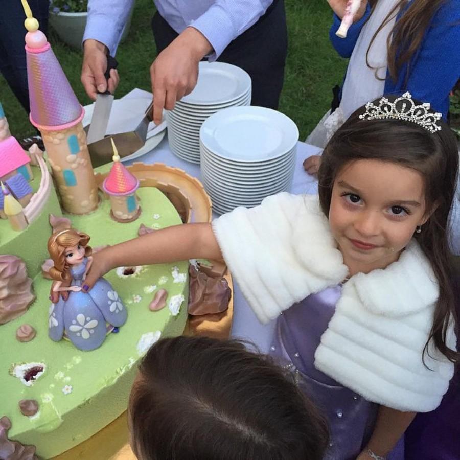 3. Маруся выглядела как настоящая маленькая принцесса.