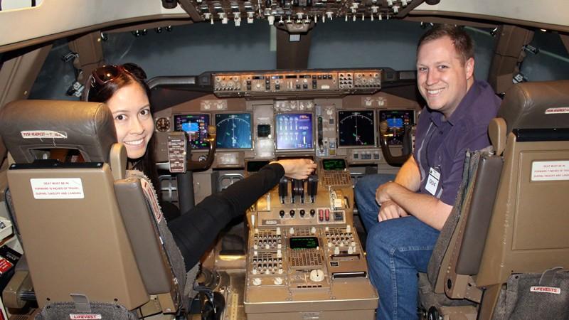 5. В кабине пилота Джессика чувствует себя совершенно свободно и умеет делать абсолютно все, что обы