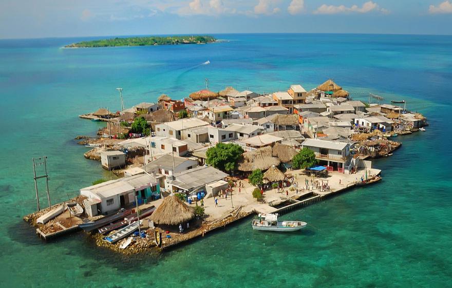 5. Самый густонаселенный остров – Санта-Крус-де-Ислоте На 1 кв. миле здесь проживает 124 700 человек