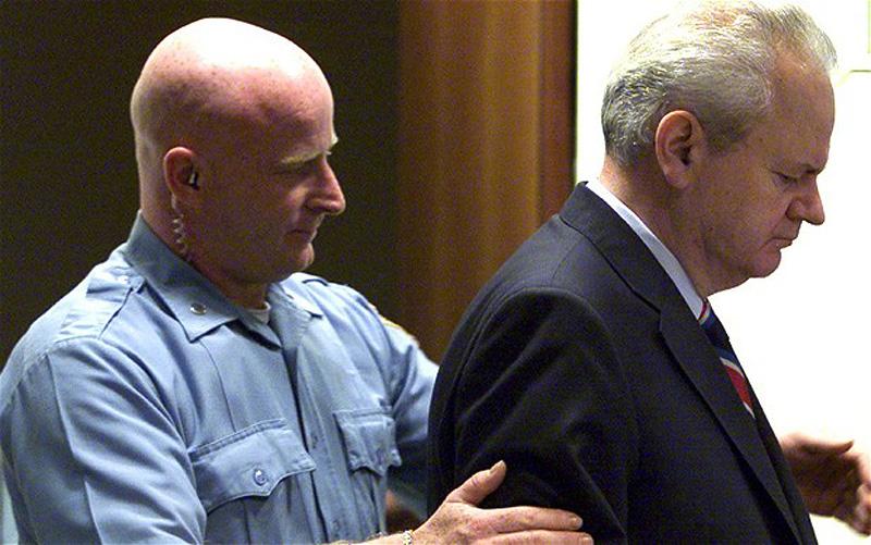 8. Бывший президент Югославии Слободан Милошевич был выдан в 2001 году, после чего предстал перед су