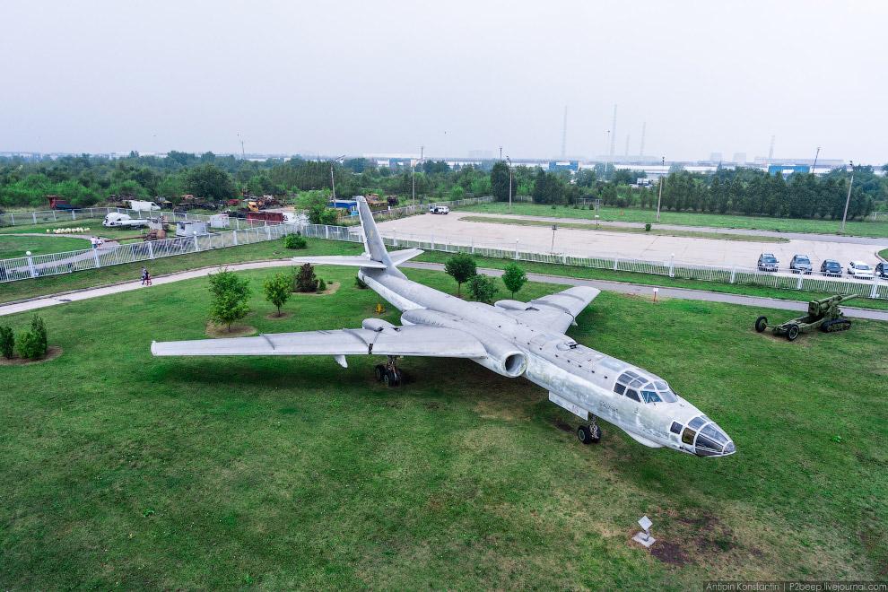 8. Также в парке есть семь вертолетов. Ми-6.