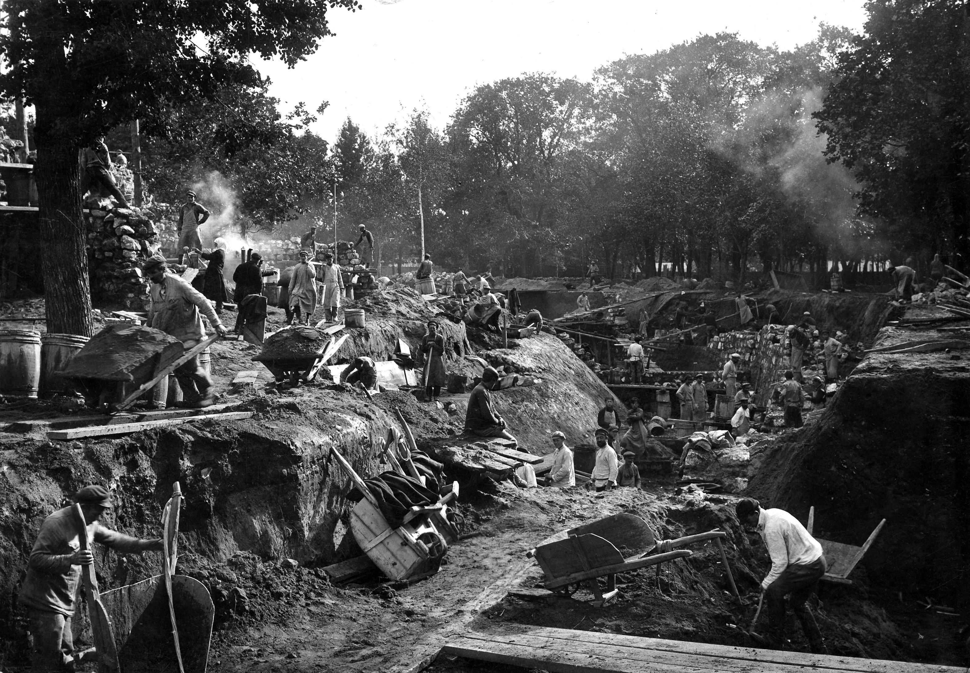 Строительство Острова зверей, 1924 год. Фото: архив Московского зоопарка.