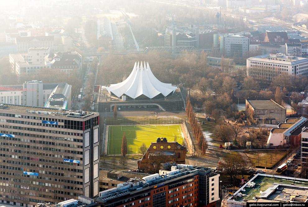 36. Здание берлинского офиса консалтинговой и аудит-компании PricewaterhouseCoopers.