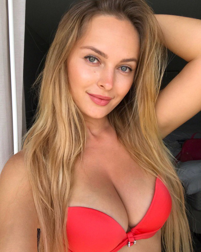 Привлекательные барышни из российских социальных сетей