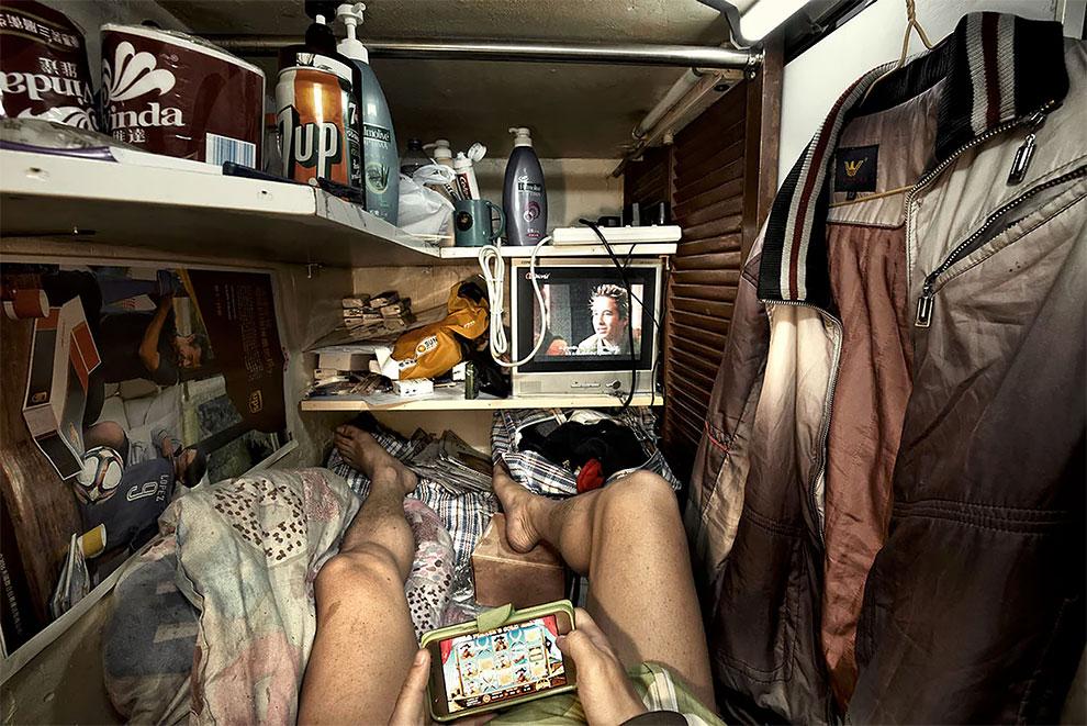 Жизнь в коробке: внутри гонконгских крошечных квартир