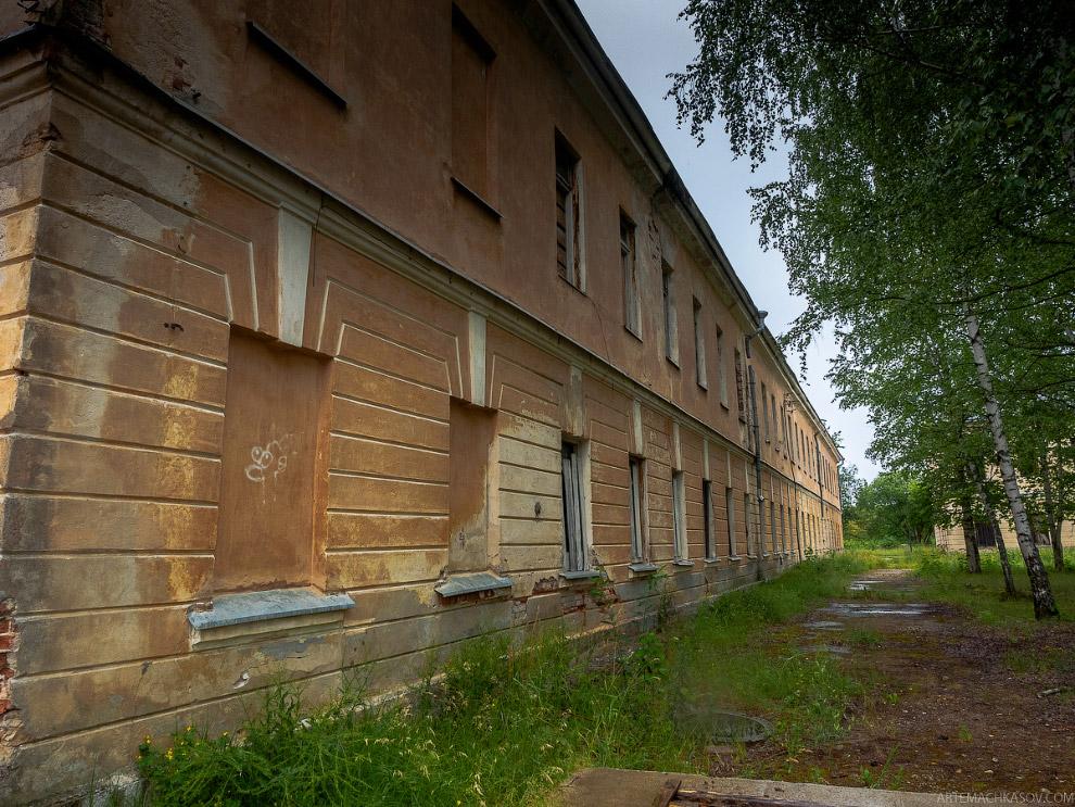 15. Разграбленные в 90-х годах обветшавшие постройки требовали слишком большого количества сред