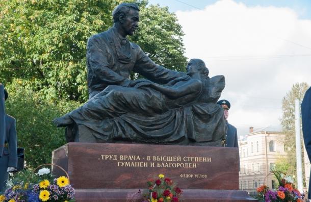 Около здания Медицинского университета открыли монумент академику ихирургу Федору Углову